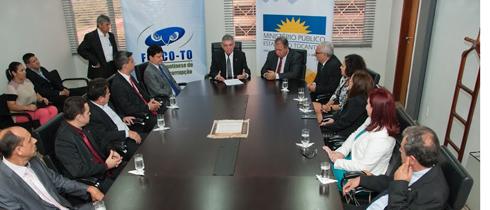 Representantes do FOCCO em reunião no MPE